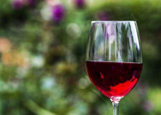 Polacy piją coraz więcej wina wysokiej jakości